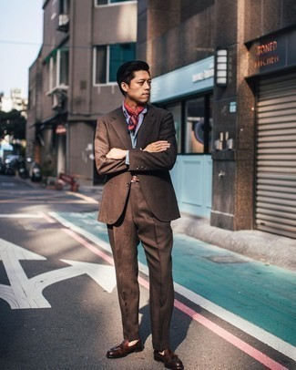 Red Bandana Outfits For Men: Pair a brown suit with a red bandana to achieve new levels in your casual fashion game. Introduce dark brown leather tassel loafers to this ensemble to instantly shake up the getup.