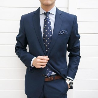 Something as simple as opting for a navy suit and a Gucci men's Set Of 3 Pocket Squares Blue can potentially set you apart from the crowd. This combination is a never-failing option if you're on the lookout for a great, summer-friendly combination.