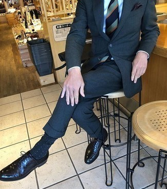 Navy and White Polka Dot Socks Outfits For Men: Who said you can't make a stylish statement with a laid-back look? That's easy in a navy suit and navy and white polka dot socks. Make this getup slightly dressier by rounding off with black leather oxford shoes.