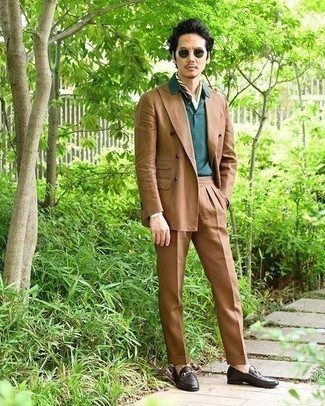 Tan Suit Outfits: Go for a simple yet seriously stylish option by opting for a tan suit and a teal polo. Amp up your outfit by rocking a pair of dark brown leather loafers.