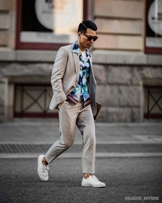 Beige Suit Outfits: Such pieces as a beige suit and a light blue floral short sleeve shirt are the perfect way to infuse some rugged elegance into your current collection. On the shoe front, go for something on the laid-back end of the spectrum and finish your outfit with white canvas low top sneakers.