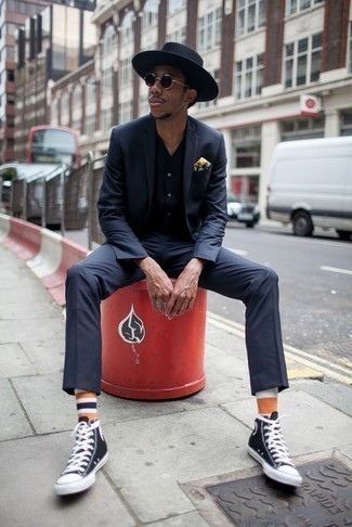How to Wear Black and White Canvas High Top Sneakers For Men: This elegant pairing of a navy suit and a navy short sleeve shirt is a popular choice among the fashionable chaps. Black and white canvas high top sneakers are a surefire way to bring a dose of stylish nonchalance to this getup.