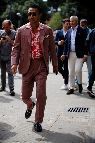 Navy Leather Loafers Outfits For Men: Dapper up for the day in a burgundy suit and a red floral short sleeve shirt. For a more sophisticated vibe, why not complete this ensemble with a pair of navy leather loafers?