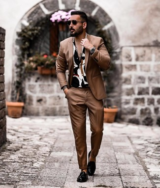 How to wear: brown suit, white and black print short sleeve shirt, black leather tassel loafers, black sunglasses