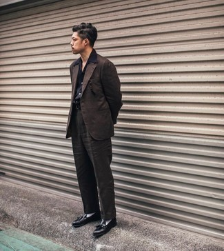 Dark Brown Suit Outfits: Consider wearing a dark brown suit and a black short sleeve shirt for a seriously smart ensemble. Black leather tassel loafers will add a sleeker twist to your outfit.