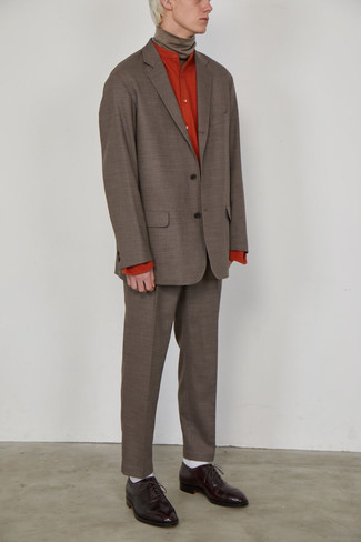 White Socks Outfits For Men: This pairing of a brown suit and white socks is hard proof that a straightforward casual outfit doesn't have to be boring. Introduce a pair of dark brown leather oxford shoes to the mix to immediately turn up the fashion factor of any outfit.