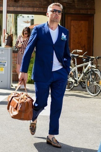 How to Wear Sunglasses For Men: A navy suit and sunglasses will inject your daily routine this cool and casual vibe. Want to go all out on the shoe front? Complement this look with a pair of tobacco leather tassel loafers. As you pass the big three-oh, you probably want to start dressing more maturely. In this case, looks like this are perfect as inspiration.