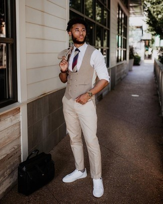 Brown Socks Outfits For Men: A beige suit and brown socks will introduce extra style into your current casual routine. Our favorite of a great number of ways to round off this ensemble is with white canvas low top sneakers.