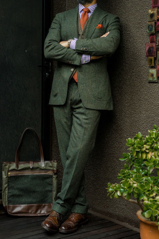 Dark Green Suit with Gold Tie Outfits: For a look that's elegant and wow-worthy, team a dark green suit with a gold tie. For something more on the casual and cool side to round off this look, complete your getup with a pair of dark brown leather brogues.