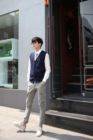 500+ Outfits For Men In Their Teens: If you take your personal style seriously, go for sharp style in a navy sweater vest and grey cargo pants. White canvas derby shoes are an effective way to infuse an extra touch of style into this ensemble. Interested in dressing tips for teen boys? This ensemble is great inspiration.