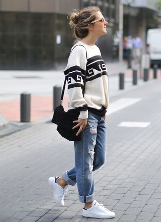 How to wear: white and black print sweatshirt, blue ripped boyfriend jeans, white leather low top sneakers, black suede crossbody bag