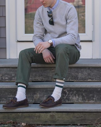 Dark Brown Leather Boat Shoes Outfits: A grey sweatshirt and olive chinos are a great look that will easily carry you throughout the day and into the night. If you don't know how to finish off, a pair of dark brown leather boat shoes is a good option.