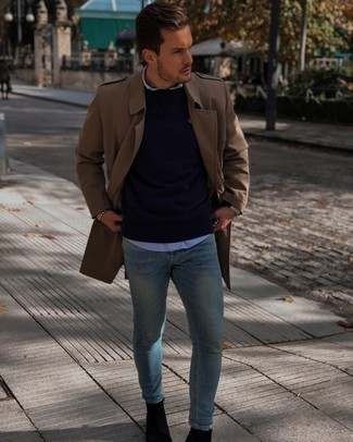 Black Suede Chelsea Boots Outfits For Men: Swing into something off-duty in a navy sweatshirt and light blue skinny jeans. A pair of black suede chelsea boots effortlessly polishes up the outfit.