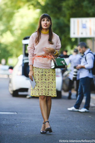 This pairing of a rose pink sweatshirt and a yellow lace sheath dress will set you apart effortlessly. Go for a pair of navy blue leather pumps to instantly up the chic factor of any outfit.