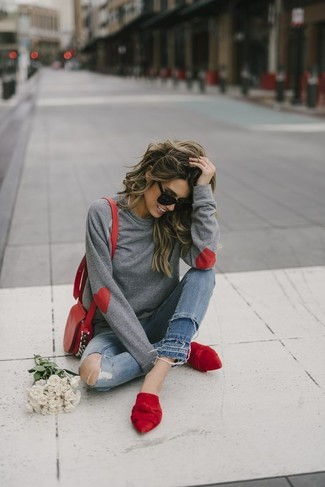 If you're a jeans-and-a-tee kind of gal, you'll like the simple combo of a grey sweatshirt and blue ripped skinny jeans. Bring instant interest and excitement to your ensemble with red suede mules. Seeing as it is getting chillier with each day, this look appears a sensible option for the time in between seasons.