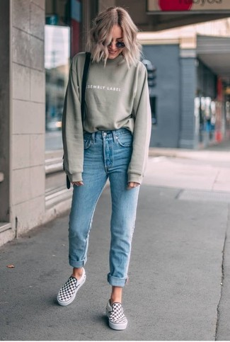 How to wear: olive sweatshirt, light blue skinny jeans, white and black check slip-on sneakers, black leather crossbody bag