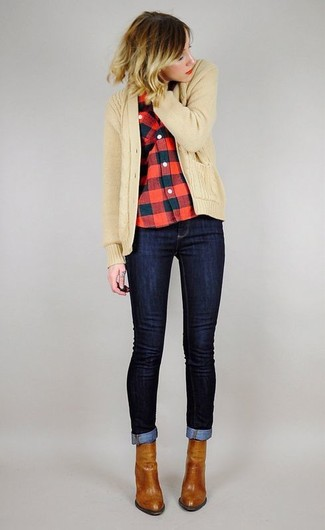How to Wear Tobacco Leather Ankle Boots In Fall: A tan knit cardigan looks so nice when married with navy skinny jeans. Go the extra mile and jazz up your look by finishing with a pair of tobacco leather ankle boots. Can you see how very easy it is to look on-trend and stay comfy when cooler days are here, thanks to this outfit?