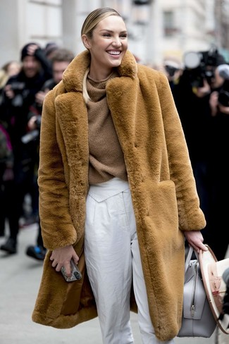 How to wear: tan fur coat, brown knit oversized sweater, white tapered pants, grey leather tote bag