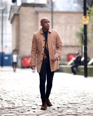 Navy Skinny Jeans Outfits For Men: Fashionable and practical, this combo of a tan raincoat and navy skinny jeans provides amazing styling possibilities. Our favorite of a multitude of ways to finish this look is with brown suede desert boots.