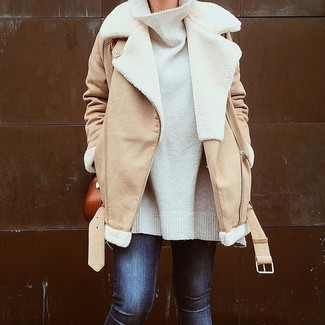 How to wear: tan shearling jacket, white oversized sweater, navy skinny jeans, tobacco leather crossbody bag