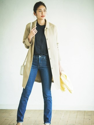 How to Wear a Black Short Sleeve Blouse: Fashionable and comfortable, this pairing of a black short sleeve blouse and blue jeans will provide you with ample styling possibilities.