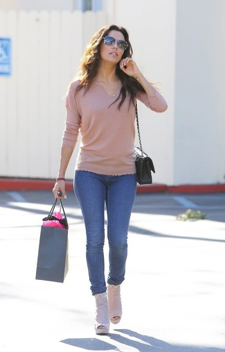 Tan V-neck Sweater Outfits For Women: Why not reach for a tan v-neck sweater and blue skinny jeans? These pieces are very functional and look stunning when worn together. Complement this outfit with beige cutout leather ankle boots to effortlessly turn up the chic factor of your ensemble.
