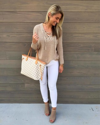 How to wear: tan v-neck sweater, white ripped skinny jeans, beige cutout leather ankle boots, grey geometric canvas tote bag
