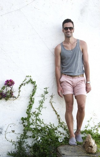 How to Wear Grey Suede Driving Shoes For Men: Look dapper yet modern casual in a grey tank and pink shorts. If you wish to instantly ramp up your look with shoes, complete your outfit with grey suede driving shoes.