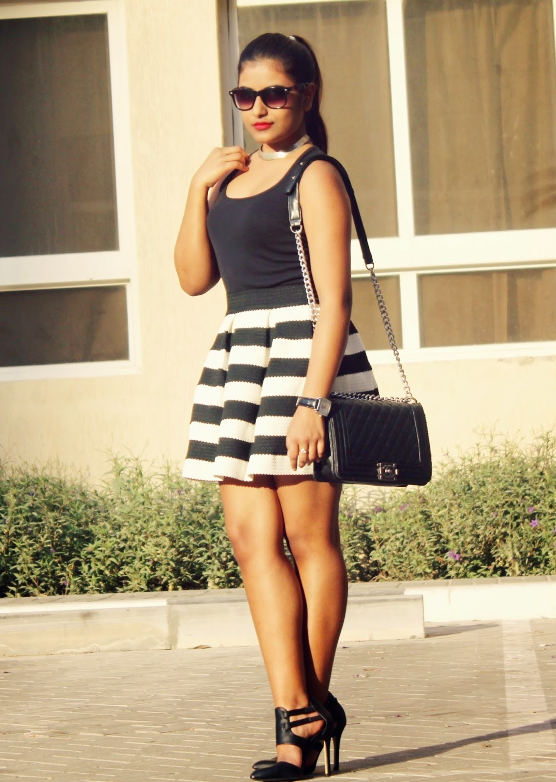How To Wear A Black And White Skater Skirt With Black Leather Pumps