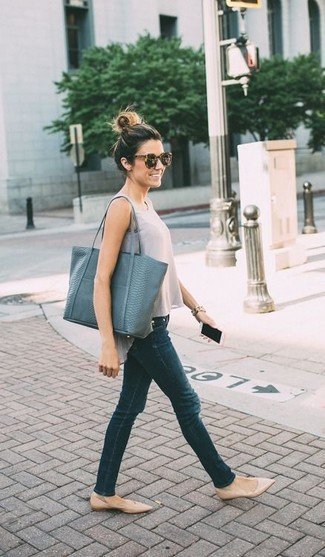 Try teaming a grey tank with dark green slim jeans for an unexpectedly cool ensemble. Round off this look with nude leather ballerina flats.
