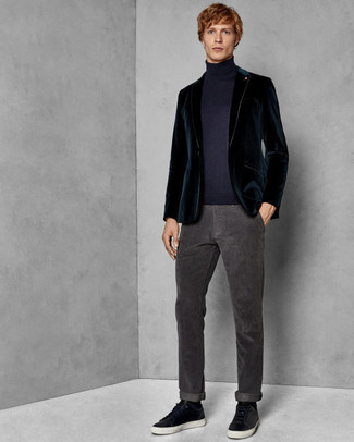 How to wear: teal velvet blazer, navy turtleneck, charcoal jeans, black leather low top sneakers