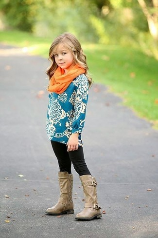 How to wear: teal long sleeve t-shirt, black leggings, tan boots, orange scarf