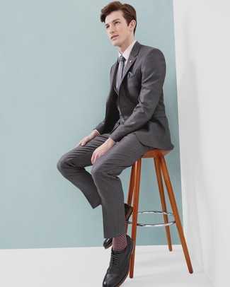 Navy Polka Dot Pocket Square Outfits: A grey three piece suit and a navy polka dot pocket square? This is easily a wearable ensemble that any guy could rock a version of on a daily basis. Want to go all out on the shoe front? Add black leather brogues to this ensemble.