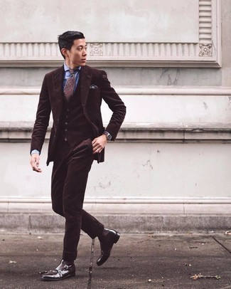 Dark Brown Pocket Square Outfits: This is hard proof that a dark brown three piece suit and a dark brown pocket square are amazing when matched together in a casual look. And if you wish to easily step up your outfit with a pair of shoes, why not add dark brown leather chelsea boots to the equation?