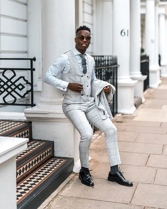 Dress Shirt Outfits For Men: Pairing a dress shirt and a white three piece suit will prove your outfit coordination savvy. Bring a laid-back vibe to this ensemble by slipping into black leather derby shoes.