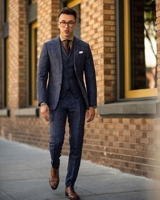 Dark Brown Polka Dot Tie Outfits For Men: Consider wearing a navy three piece suit and a dark brown polka dot tie if you're aiming for a proper, sharp look. Inject a more relaxed touch into your look by rocking brown leather oxford shoes.