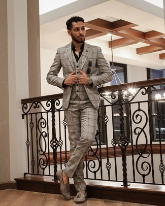 Men's Outfits 2021: A grey plaid three piece suit looks especially elegant when paired with a black dress shirt for an outfit worthy of a British gentleman. Make grey suede tassel loafers your footwear choice and ta-da: your ensemble is complete.