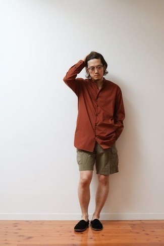 Men's Outfits 2021: Extra dapper and practical, this off-duty combination of a tobacco long sleeve shirt and olive shorts provides with wonderful styling possibilities. Add black canvas loafers to the mix for a dose of polish.