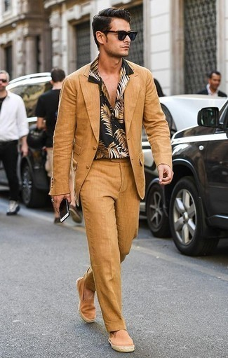 How to Wear a Tobacco Suit: A tobacco suit and a black print short sleeve shirt are the kind of smart items that you can wear for years to come. Orange canvas espadrilles are guaranteed to add a dash of stylish effortlessness to your outfit.
