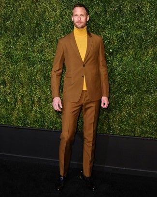 How to wear: tobacco suit, mustard turtleneck, black leather chelsea boots