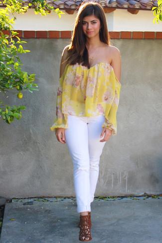 Top con hombros descubiertos con print de flores amarillo de Marchesa