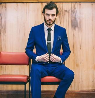 Cómo combinar: traje azul, camisa de vestir blanca, corbata negra, pañuelo de bolsillo con print de flores azul