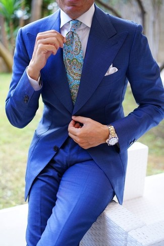 e24fb777b70 ... Look de moda: Traje azul, Camisa de vestir blanca, Corbata de paisley en