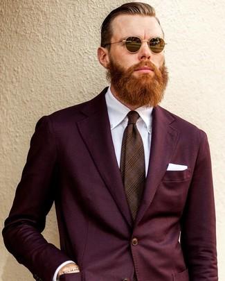 Cómo combinar: traje burdeos, camisa de vestir blanca, corbata de tartán marrón, pañuelo de bolsillo blanco