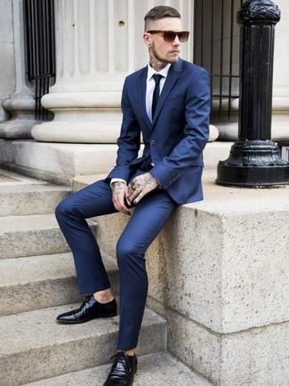 b42d2f0127 ... Look de moda  Traje azul marino