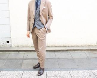 Cómo combinar: traje marrón claro, chaleco de vestir de tartán gris, camisa de vestir celeste, zapatos oxford de cuero en marrón oscuro