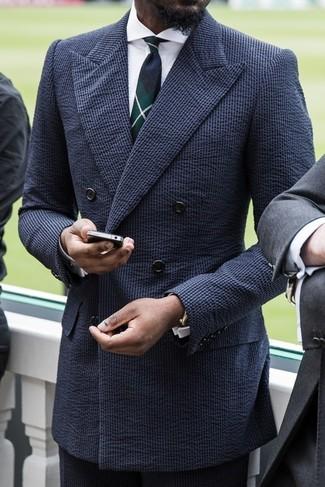 Cómo combinar: traje de seersucker azul marino, camisa de vestir blanca, corbata de tartán verde oscuro