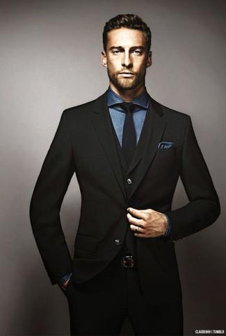 Cómo combinar: traje de tres piezas negro, camisa de vestir de cambray azul marino, corbata negra, pañuelo de bolsillo azul marino
