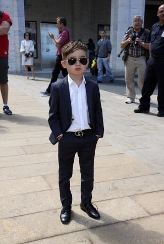 Cómo combinar: traje negro, camisa de manga larga blanca, zapatos oxford negros