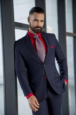 Cómo combinar: traje negro, camisa de vestir roja, corbata a cuadros burdeos, pañuelo de bolsillo rojo